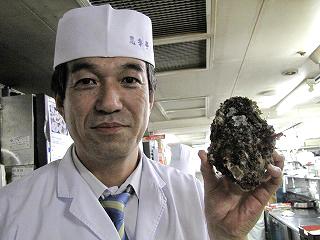 大きな岩カキと思季亭の山下料理長★★