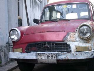 古い車.JPG