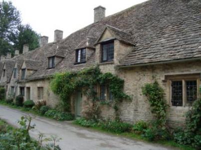 美しい村と家