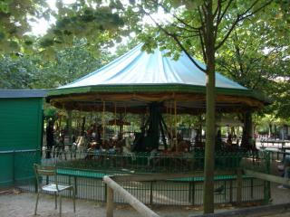 リュクサンブール公園のメリーゴーランド