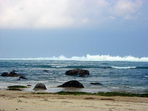 波高い大瀬海岸