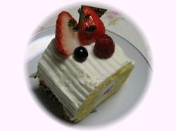 ひなまつりなのでケーキを食べたよ♪
