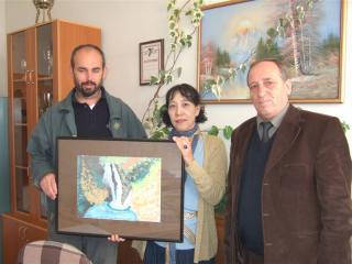 コソボの子供の絵のプレゼント-1