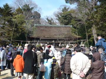 廣瀬神社の拝殿前