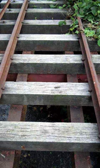 廃線跡に残る小橋梁