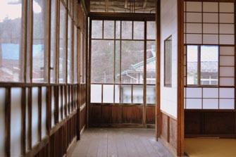 「群馬県の四万温泉「積善館」の2階の廊下」の画像検索結果