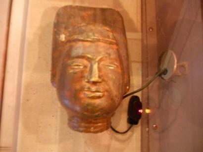 2089穏やかな仏像の顔.JPG