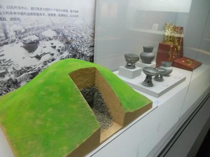 1018新羅の墓.JPG
