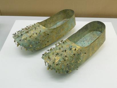 1000藤ノ木古墳みたいな靴.JPG