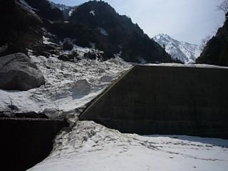 最終堰堤の積雪の様子
