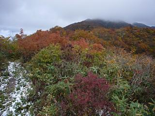 成谷山の山頂から僧ヶ岳方面