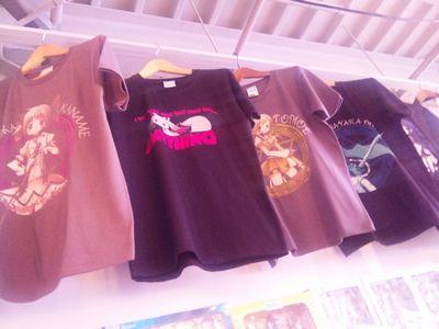 ブログ・まど★マギカフェTシャツ1.jpg