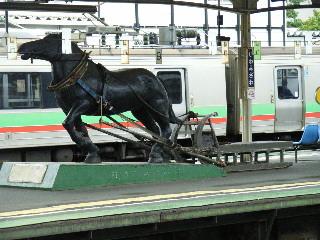 岩駅ばん馬像.jpg