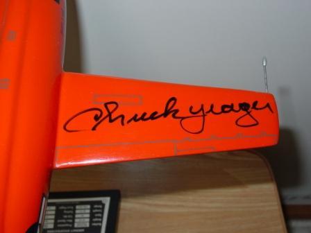 チャック・イエーガーのサイン