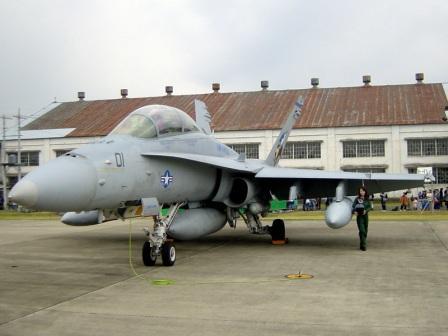 F/A-18とおねーさん 岐阜2005