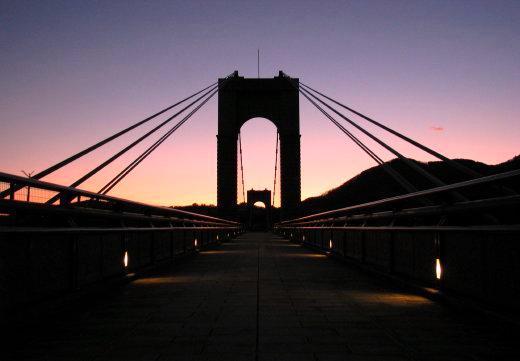 コンサート後の吊り橋.jpg