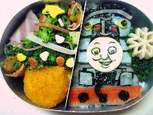 機関車トーマス(クリスマスのキャラ弁)