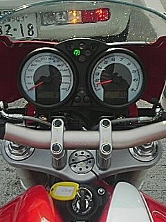 Monster S2R 1000 メータ周り
