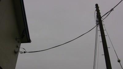 免震住宅における電柱からの配線