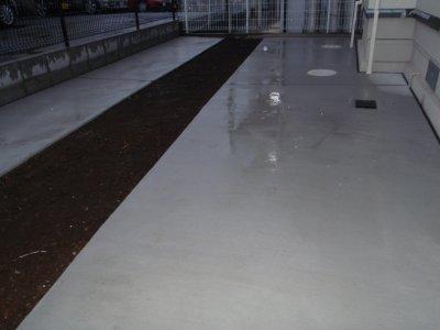 駐車場の水溜り