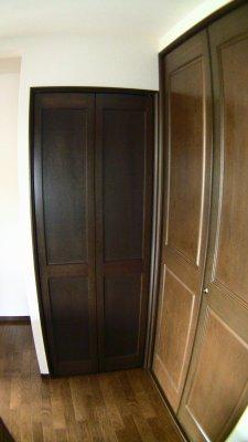 左から冷蔵庫置き場、階段下収納、パントリー