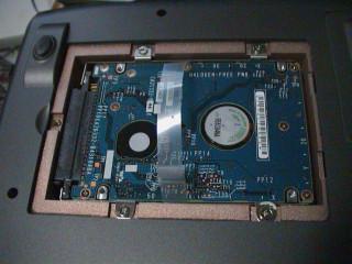 HDDを組み込む