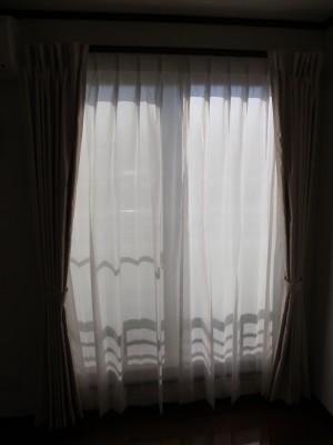 透けにくいレースカーテン