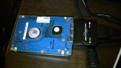 USBケーブルで接続した新しいHDD