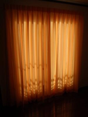 遮光タイプでない普通のカーテン
