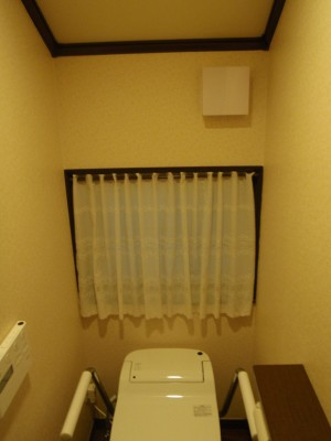 トイレのカフェカーテン