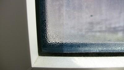 樹脂サッシのガラス部分に結露