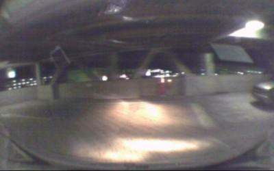立体駐車場で一時停止せず飛び出すクロカン