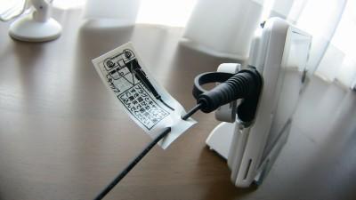 FMアンテナコードはヘッドホン端子カバーつき