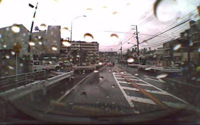 雨の日のドライブレコーダー画像