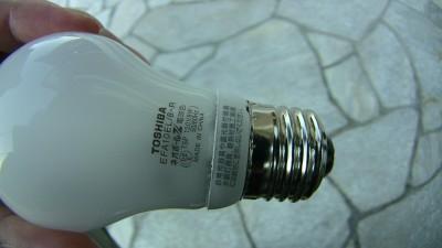 8Wの電球型蛍光灯