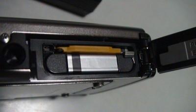 μ1030SWの電池を誤挿入