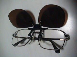 クリップ式のサングラス