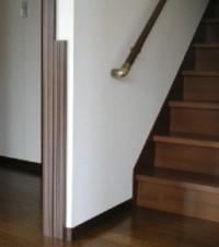階段左側の腰板