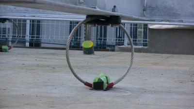 免震鉄骨架台と基礎をつなぐワイヤーリング