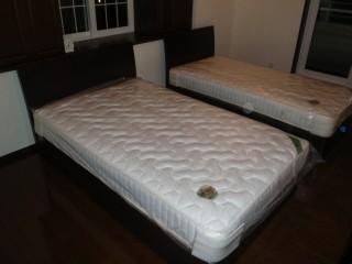 組み立てたベッド