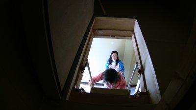小屋裏収納の階段