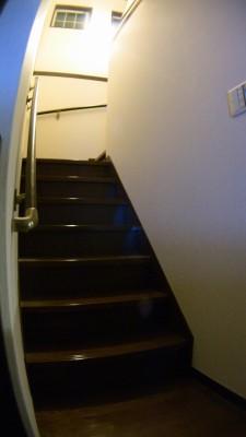 階段踏面の照らし具合