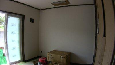 クロス貼りを終えた部屋