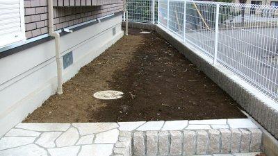 掃除前の南面の庭