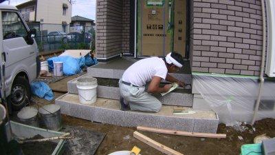 玄関ポーチの御影石施工