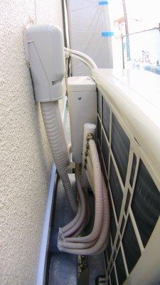 床暖房の室外機の裏側