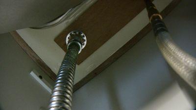浄水器用水栓の裏側
