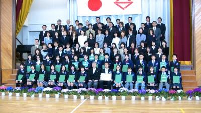 卒業式の記念写真撮影