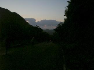 七曲りの途中で朝焼け 80km(5.49)
