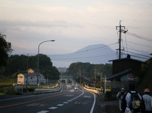 高崎山が見えてきた 84.5km(6.45)